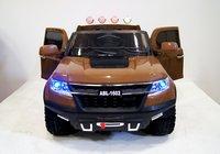 Электромобиль Chevrole X111XX коричневый